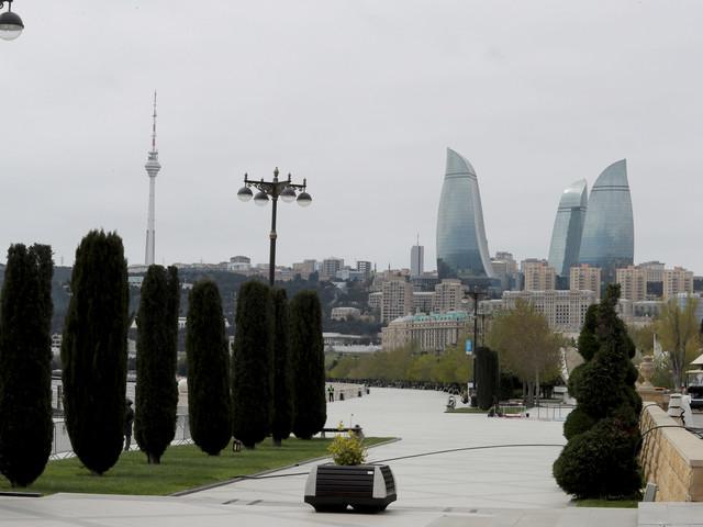 Scoprire Baku (e non solo) a bordo di un taxi