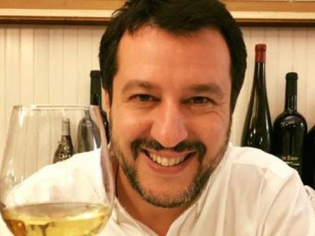 """Matteo Salvini dedica la vittoria ai """"nemici"""" Saviano, Fazio, Vauro..."""