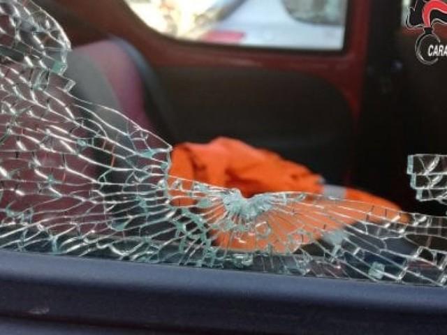 Spara a un automobilista dopo sorpasso azzardato, un arresto