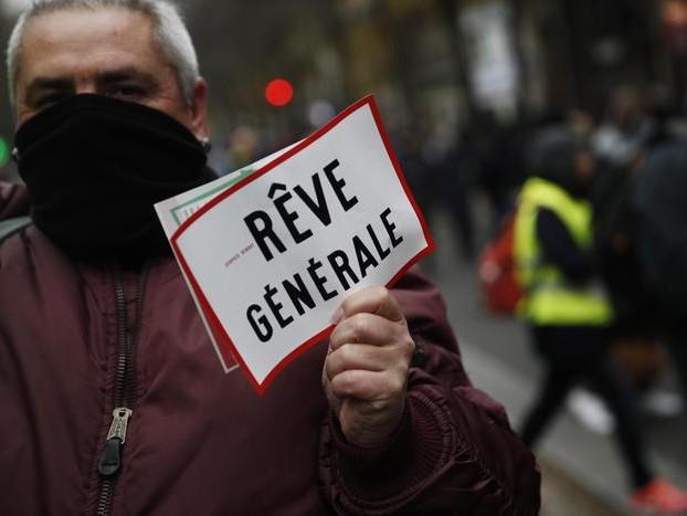 Tensione a Parigi, arrivano i black bloc