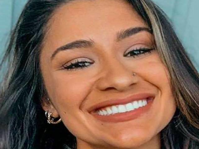 Morta a 23 anni in un parcheggio, la testa incastrata mentre pagava la sosta