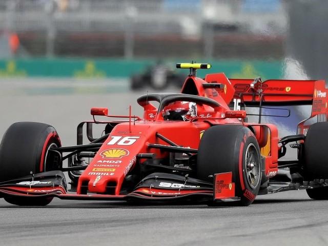 Sochi, Leclerc è incontenibile Pole davanti a Hamilton e Vettel