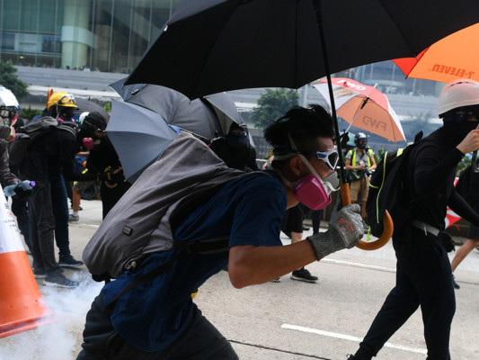 Hong Kong è nel caos, il Parlamento ha sospeso la seduta