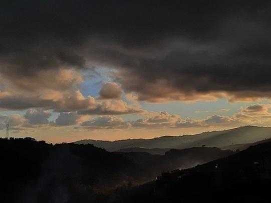 Il suggestivo tramonto da Montegrazie: il progetto di una 19enne per la riscoperta del territorio
