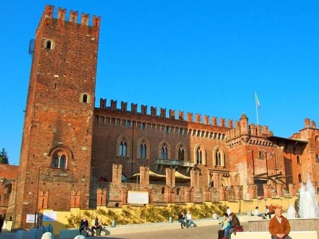 Il Castello di Carimate amato da De André e Pino Daniele è all'asta