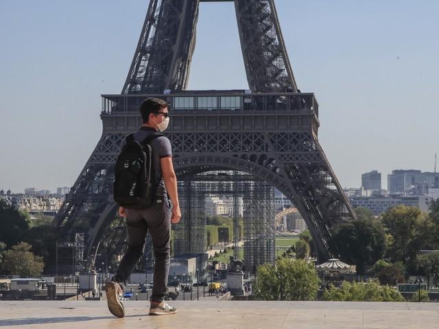 """Francia, proposta choc dei Nobel per l'economia. """"Paese salvo se sarà chiuso durante l'Avvento"""""""