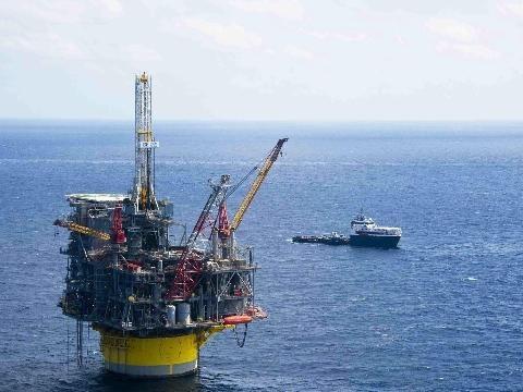 Petrolio: sale ancora a 67,10 dollari