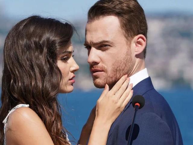Love is in the Air, in onda dal 31 maggio: Yildiz e Bolat fingono di stare insieme