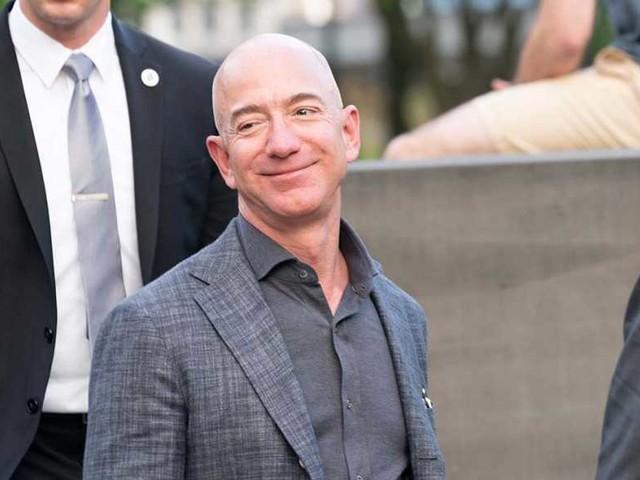 Lo smartphone di Jeff Bezos hackerato con un messaggio WhatsApp