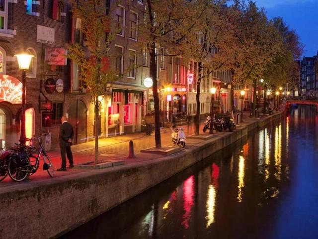 Amsterdam vieta i tour nel quartiere a luci rosse