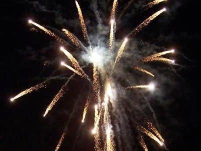 Fuochi d'artificio abusivi al matrimonio, scatta la denuncia