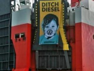 Greenpeace assalta nave carica di auto Volkswagen