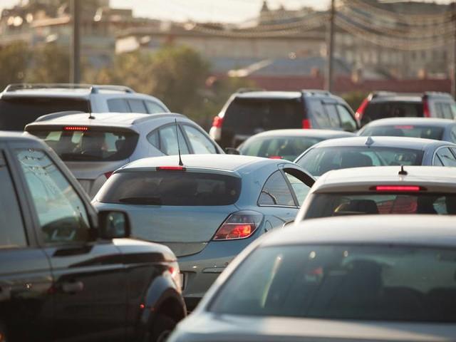Roma, bimbo si sente male in auto e muore: il traffico era paralizzato