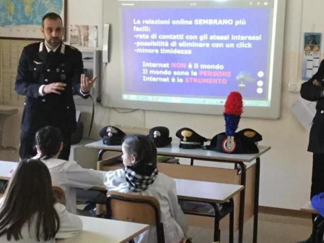 """Macerata, i Carabinieri in cattedra al """"Ricci"""" per il convegno """"Un Mondo a Regola d'Arte"""""""