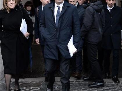 "Pd, disastro Umbria: governatrice Marini indagata, segretario e assessore arrestati. Salvini: ""Voto subito"""