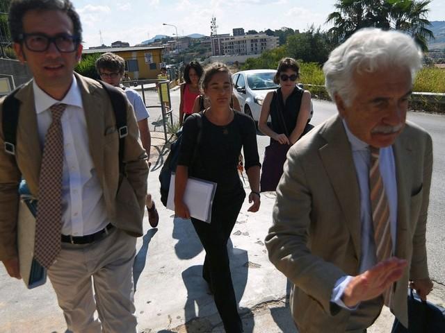 """Sea Watch: Carola riappare in pubblico, la """"capitana"""" al tribunale di Agrigento per l'interrogatorio"""