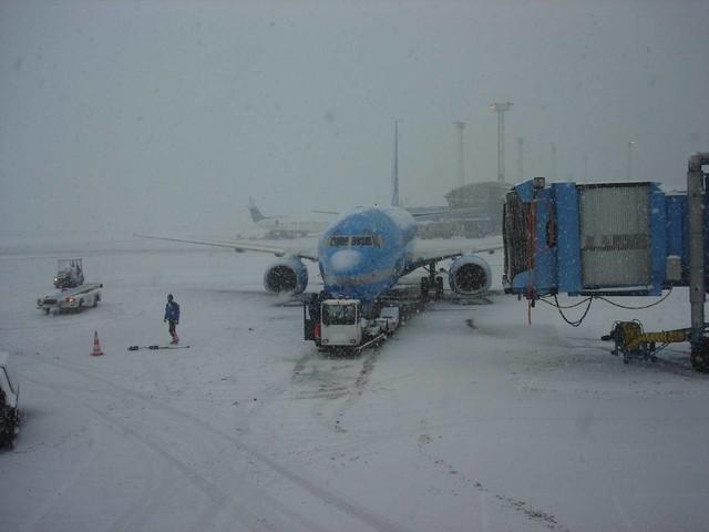 Maltempo Europa: disagi per NEVE e voli cancellati, anche a Londra