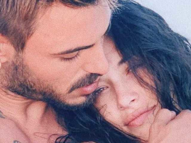 Francesco Monte e Isabella De Candia in viaggio: passione alle stelle