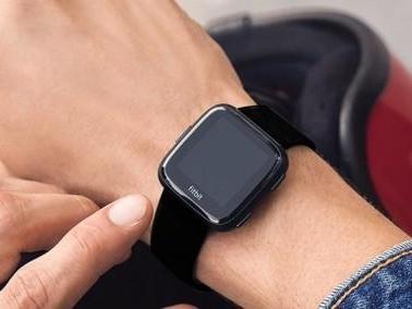Fitbit Versa 2 potrebbe avere 4 giorni di autonomia e supporto ad Alexa
