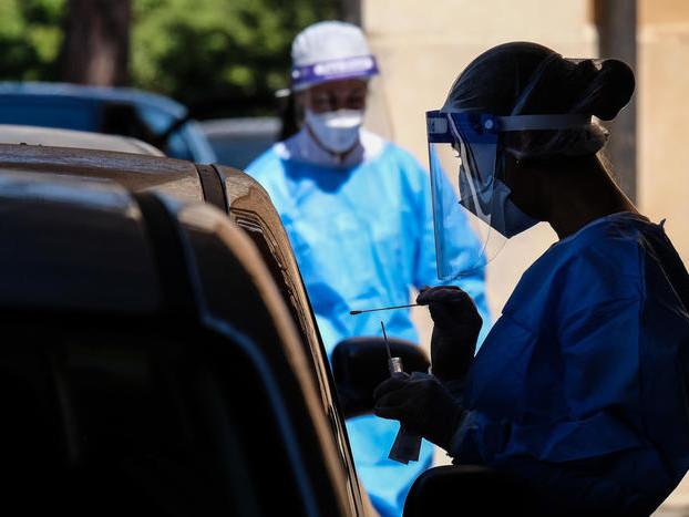 Italia, i contagi scendono a 1.350 ma calano anche i tamponi
