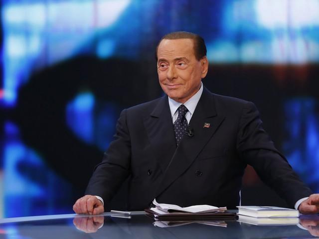 Berlusconi tratta con la Lega e non chiude al maggioritario