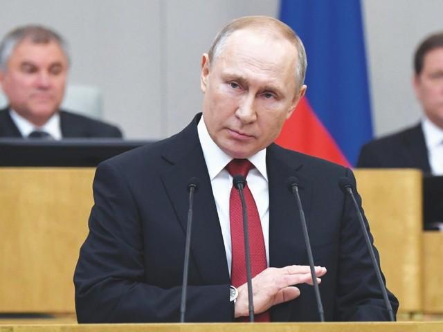 Elezioni Russia, il partito di Putin si riprende la Duma: ha il 46,6% dei voti a metà scrutinio. I comunisti sopra il 20%. Denunciati brogli