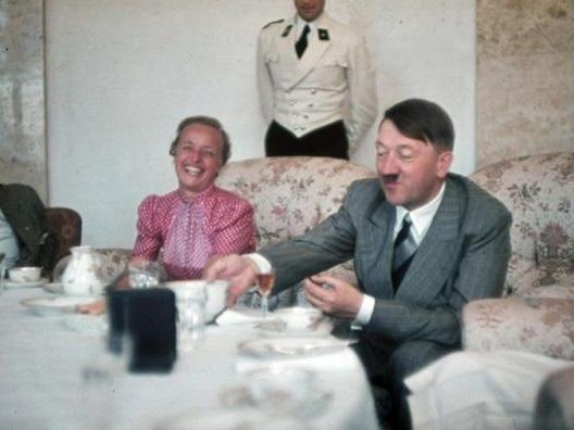 """""""Mi avvelenano?"""". La storia di Margot Wölk, obbligata a fare l'assaggiatrice di Hitler"""