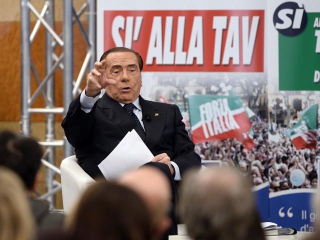 """Berlusconi torna all'attacco """"Questo è un governo di incapaci"""""""
