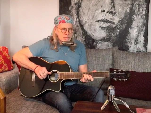 """Elliott Murphy e gli stivali dei Beatles: """"Chelsea Boots"""", unplugged per il Record Store Day – il video #NoFilter"""