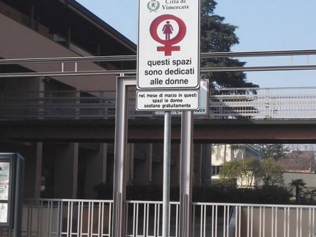"""Parcheggi riservati alle donne a Vimercate in vista dell'8 marzo. Su Fb protestano: """"Discriminazione"""""""