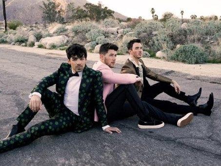 La recensione di Happiness Begins dei Jonas Brothers, un progressivo calo di tensione