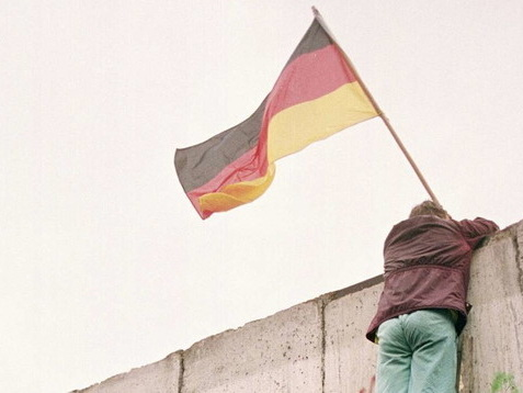 Muro di Berlino, la notte in cui crollò un mondo: a trent'anni dalla Caduta che cambiò la storia
