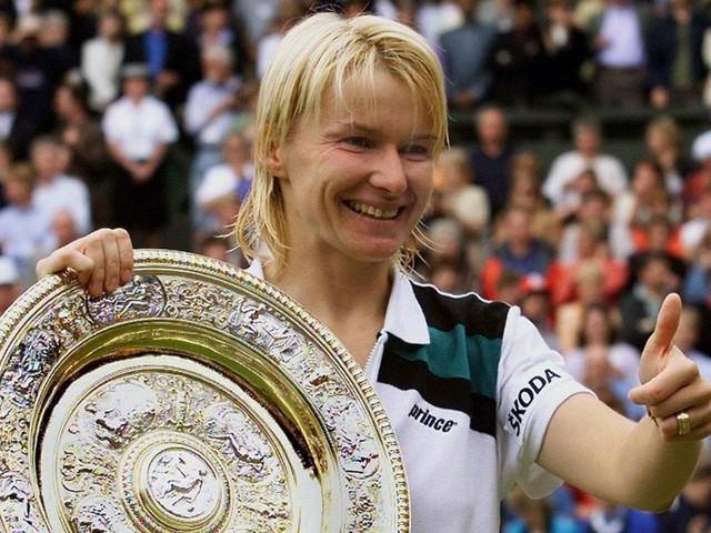 """Tennis: Jana Novotna perde la sua """"partita"""" contro il cancro, muore a soli 49 anni"""