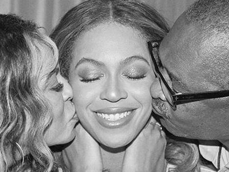 I genitori di Beyoncé al finale dell'OTR 2 Tour, reunion di famiglia col padre Mathew dopo i problemi del passato