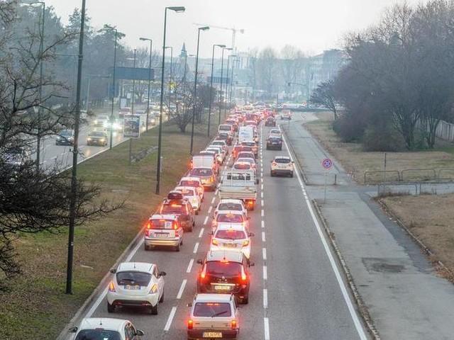 La Regione: niente bollo a chi cambia l'auto e sceglie un Euro 6