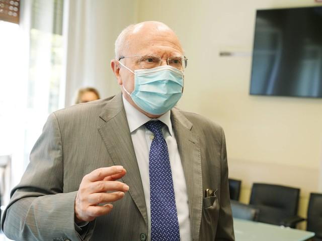 """Vaccini Covid, Galli: """"Stop errore che farà molti morti"""""""