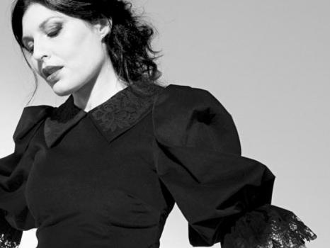 Momenti Perfetti è il nuovo singolo di Giusy Ferreri, un brano dal sapore autunnale