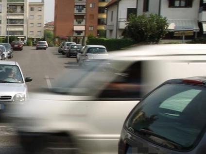 Troppi incidenti in via per Cassano. «Senza strumenti poche le multe»
