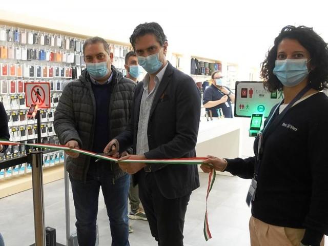 """Apre a Trevi il nuovo negozio Med Store, Parcaroli: """"C'è grande entusiasmo"""""""
