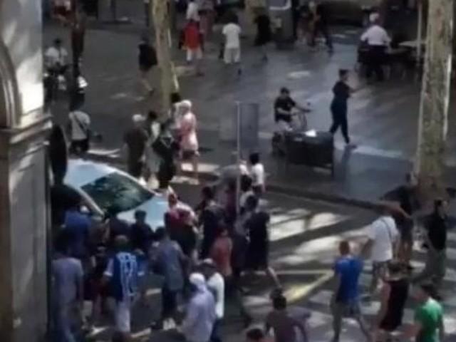 Terrore a Barcellona: l'isis attacca ancora