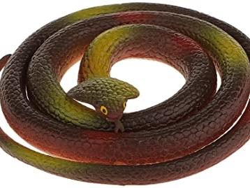 Un cobra al parco di Melta intervengono i vigili del fuoco ma era un serpente di gomma