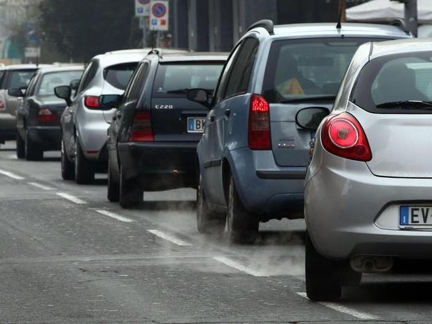 Otto città su dieci in Italia sommerse dallo smog, e Trento è una delle peggiori: lo studio