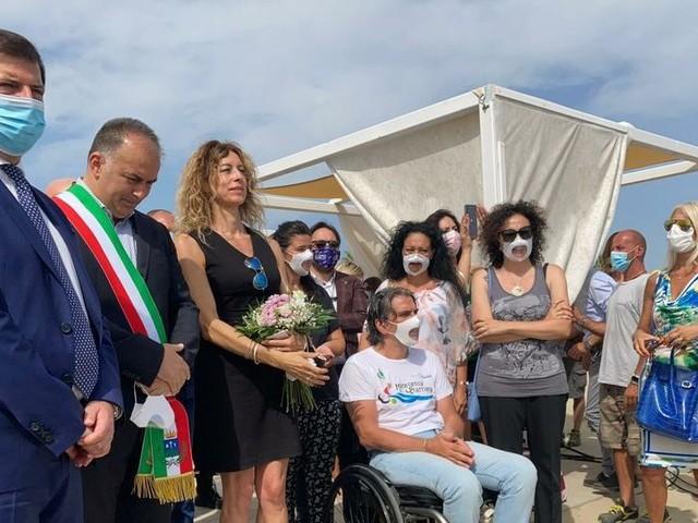Il ministro Stefani in Abruzzo: visita alla spiaggia accessibile di Montesilvano