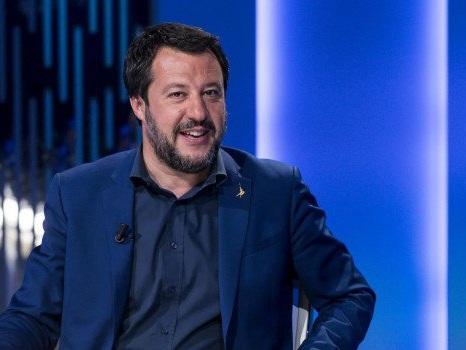 """Chiusi tre negozi di cannabis nelle Marche, Salvini: """"È iniziata una guerra"""""""