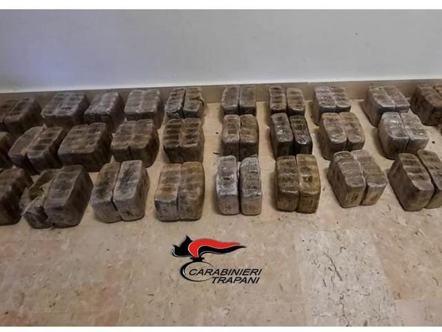Panetti di droga sulla spiaggia, nuovo ritrovamento a Marsala (FOTO)