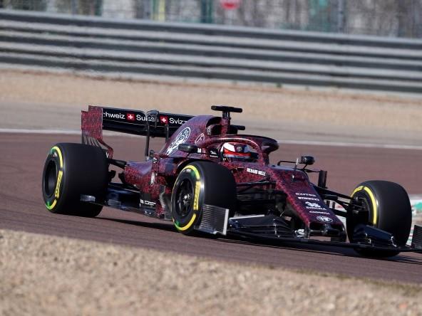 Alfa Romeo Racing C38: non è solo il colore a stupire