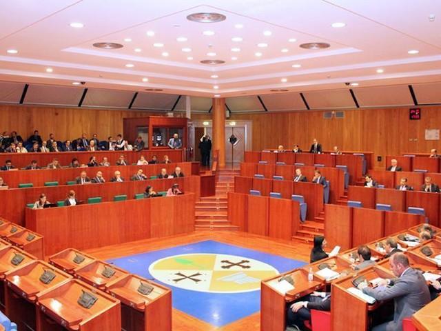 Al via la seduta del consiglio regionale. C'è il nodo spinoso dei vicepresidenti di Commissioni