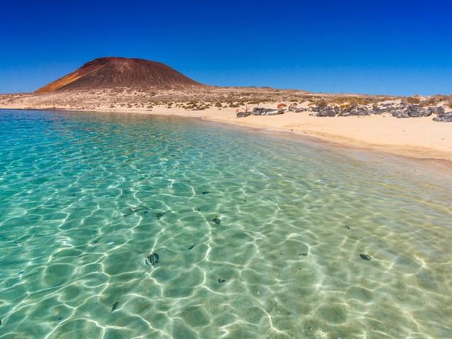 Canarie, ecco i tesori di Lanzarote, l'isola fortunata