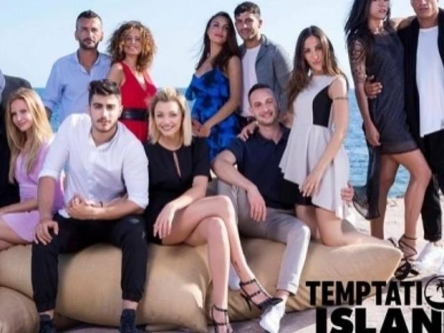 Temptation Island: la prima coppia in lacrime, volano calci e sedie