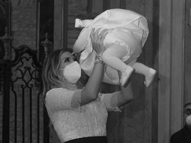 Costanza Caracciolo alla figlia nata in pieno lockdown: «Isabel, la nostra speranza»